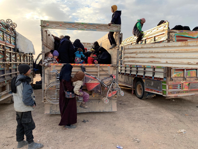 Point de rassemblement des civils et des familles de jihadistes qui fuient les combats opposant les Forces démocratiques syriennes et le groupe EI.
