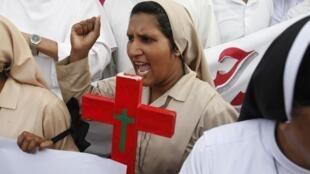 Manifestation de la communauté chrétienne à Lahore, le 23 septembre 2013, pour dénoncer l'attentat-suicide perpétré à Peshawar.