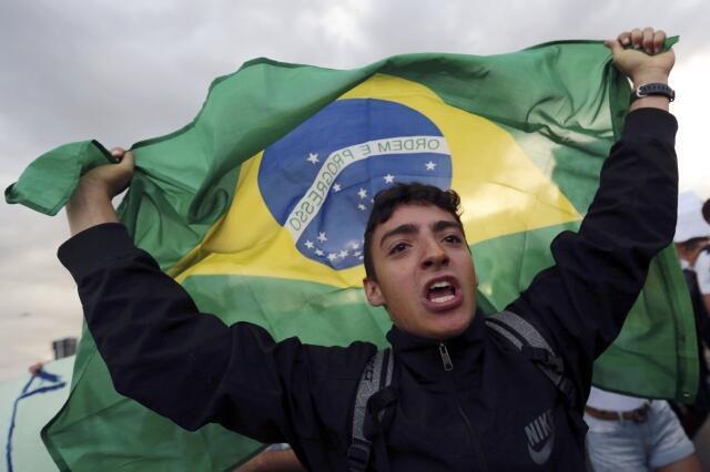 Jovem brasileiro manifesta em Brasília durante os protestos de 16 de junho de 2013.
