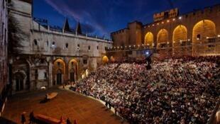 Festival de Avignon - Pátio de honra do Palácio dos Papas