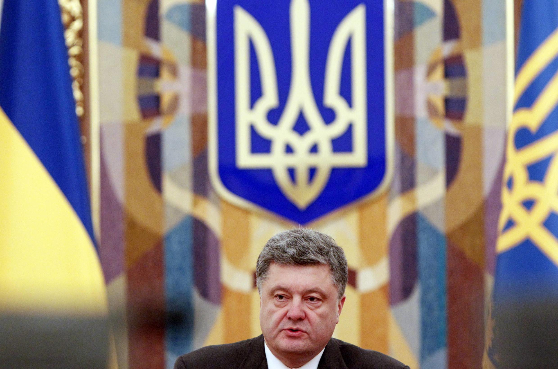 O presidente Petro Porochenko disse que vai fazer tudo para defender os territórios separatistas, no leste do país.