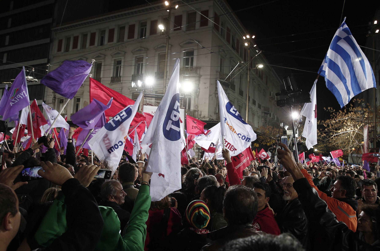Partidários do Syriza, partido da extrema-esquerda, durante campanha eleitoral em Atenas em 22 de janeiro de 2015.
