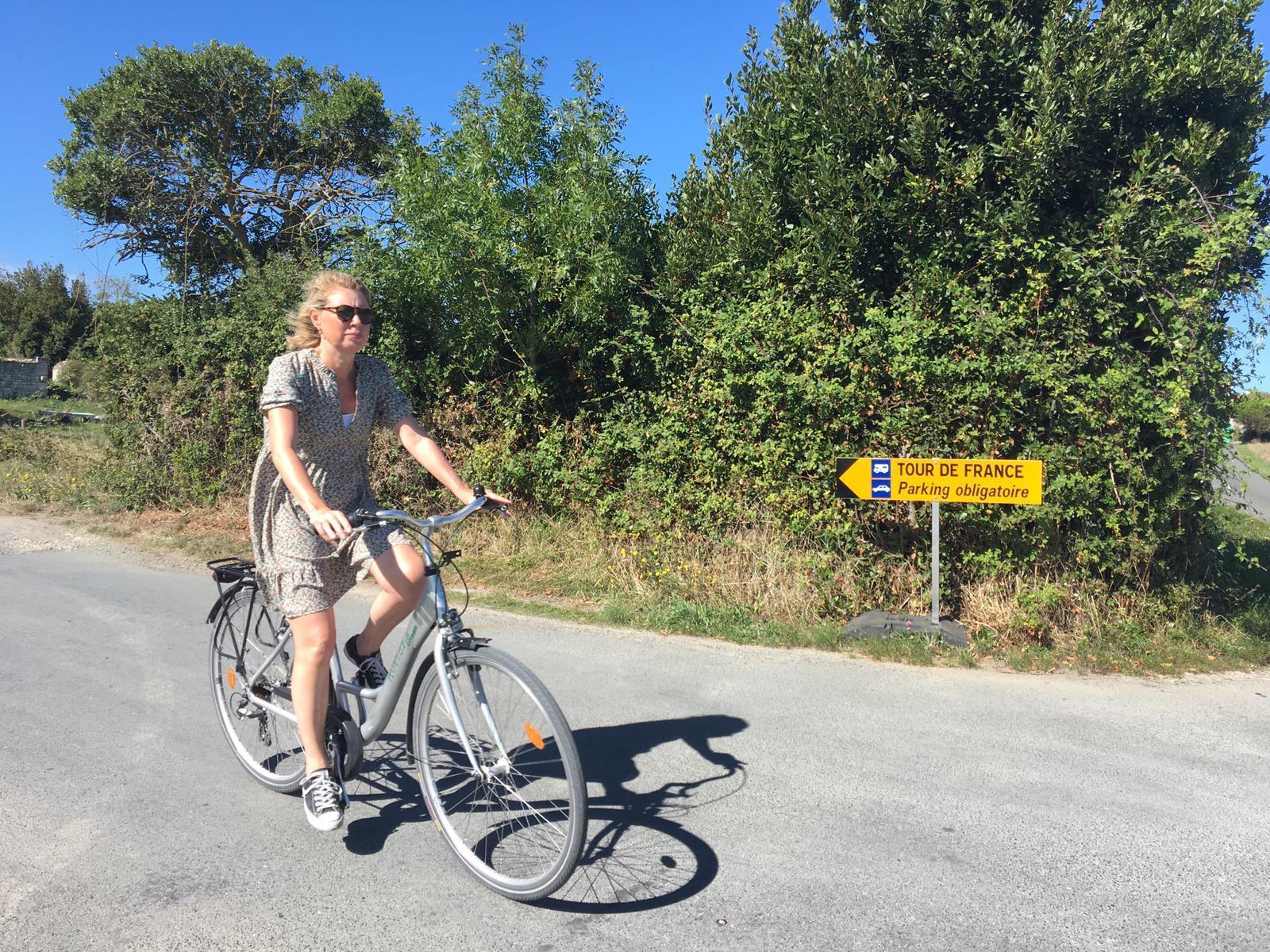 En medio de la pandemia del coronavirus, muchos franceses prefieren utilizar la bicicleta como medio de transporte urbano para evitar el contagios.