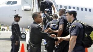 Les Casques bleus portugais quittent Dili, le 24 novembre 2012.