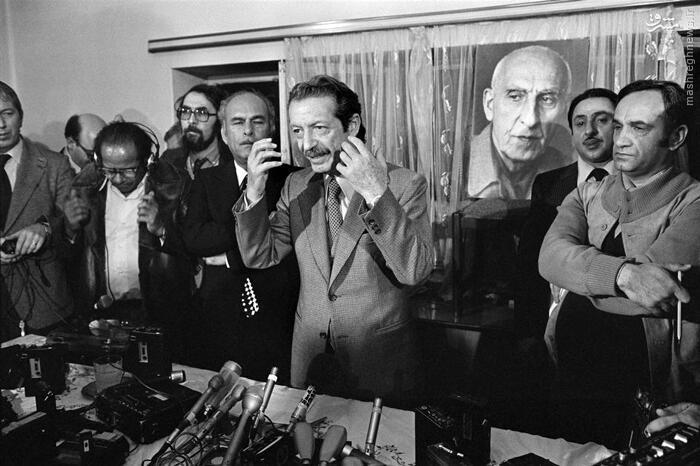 شاپور بختیار در آخر هفته منتهی به ۱۷ دی، کنفرانس مطبوعاتی که در منزلش در کامرانیه برگزار کرد، قصد خود را برای قبول نخست وزیری رسماً اعلام نمود.
