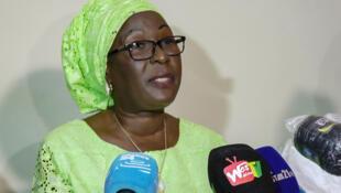 Makalé Traoré, candidate du parti PACT à l'élection présidentielle, a lu la déclaration commune de 10 des 11 candidats déçus, rejetant les résultats provisoires, au cours d'une conférence de presse ce vendredi 30 octobre 2020 à Conakry.