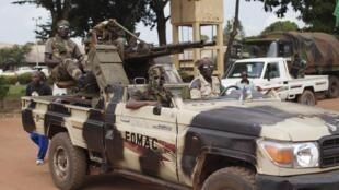 中非多國維和部隊在班吉巡邏,2013年11月24日。