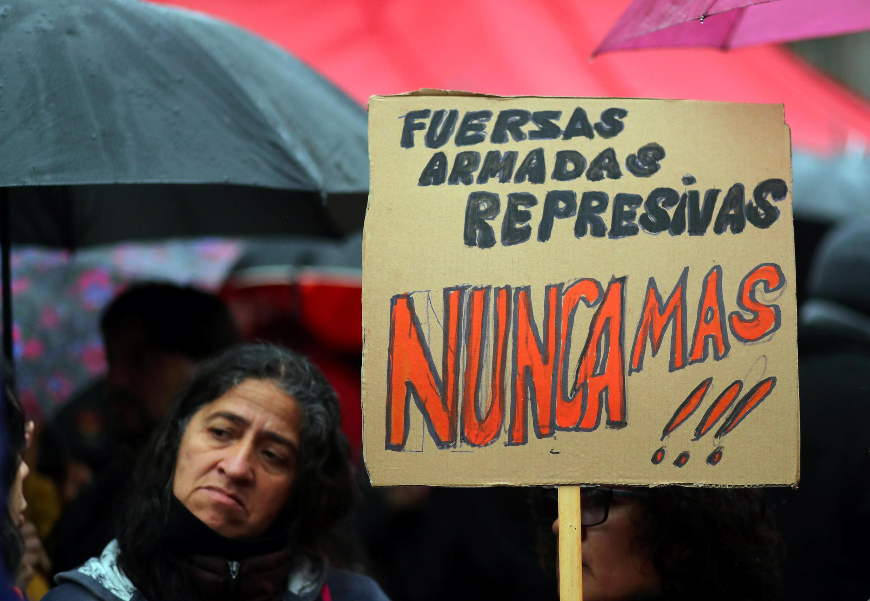 Las organizaciones de Derechos Humanos se reúnen para protestar contra el uso del gobierno argentino de las fuerzas militares para la seguridad interna en la Plaza de Mayo, Buenos Aires, el pasado 26 de julio de 2018.