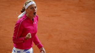 La Tchèque Petra Kvitova, après avoir marqué un point lors de son match contre la Chinoise Zhang Shuai, le 5 octobre 2020 à Roland-Garros