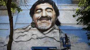 Une fresque géante à l'effigie de Diego Maradona, le 1er décemnbre 2020 à Buenos Aires
