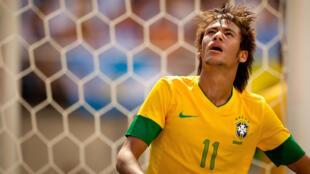 Neymar, jogador do Santos e da seleção brasileira, concorre ao prêmio Bola de Ouro/France Football de 2012.