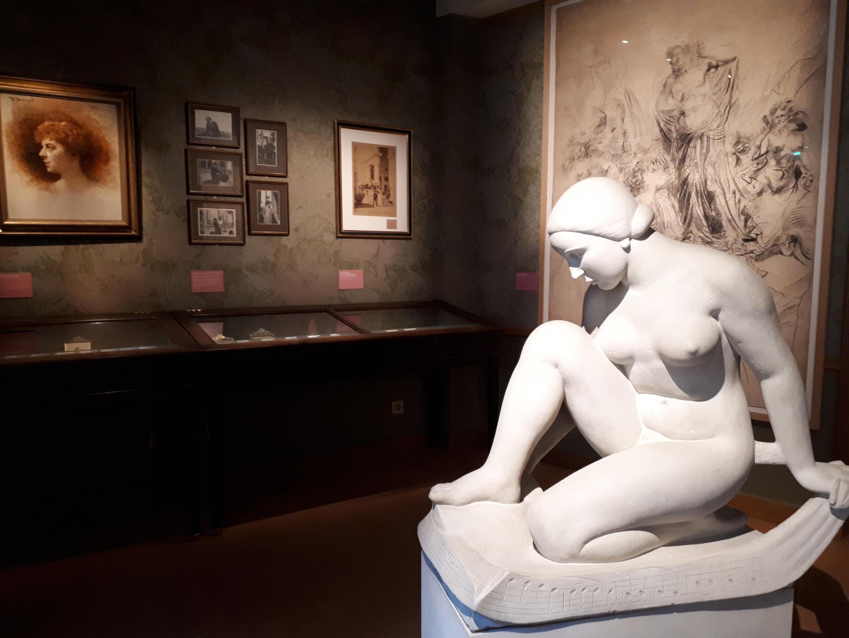 Una escultura dedicada a la obra musical de Debussy.