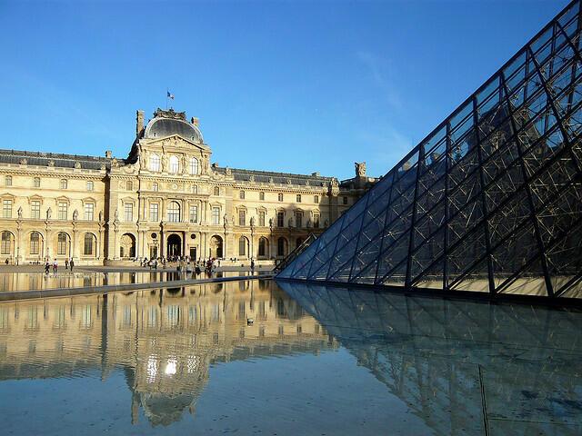 65% do público do museu do Louvre é formada por estrangeiros.