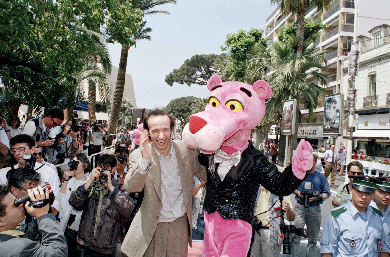 Итальянский актер и режиссер Роберто Бениньи на каннской набережной Круазетт в 1992 г., когда в рамках фестиваля был показан фильм Блейка Эдвардса «Сын Розовой пантеры»