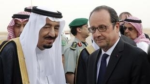 French President Francois Hollande is received in Riyadh by Saudi Arabia's King Salman, 4 May 2015