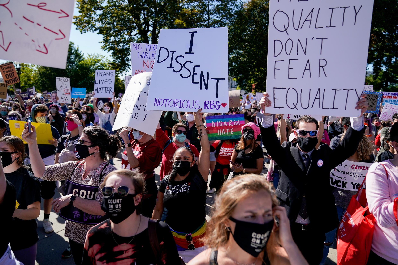 2020-10-17T230836Z_872818666_RC2NKJ9G8WNB_RTRMADP_3_USA-COURT-BARRETT-PROTEST