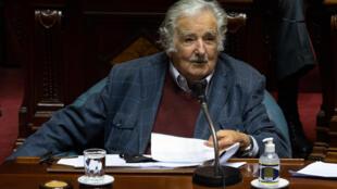 José Mujica, uno de los principales dirigentes del izquierdista Frente Amplio (FA), llegó a la presidencia de Uruguay (2010-2015) como uno de los políticos más populares del país, pero también de los más resistidos por su pasado guerrillero