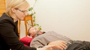 Les demandes de formation en hypnose médicale viennent de personnes individuelles et d'établissements hospitaliers qui souhaitent former leur personnel.