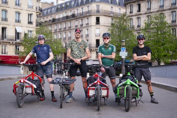 Delivery men: the other 'heroes' of the coronavirus crisis. New Westerns (Île Saint-Louis), delivering pizza, flowers, books, chocolates...