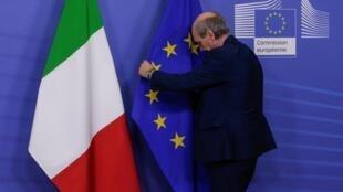 Os ministros das Finanças europeus deram mais tempo a Itália para explicar como vai evitar as derrapagens orçamentais.