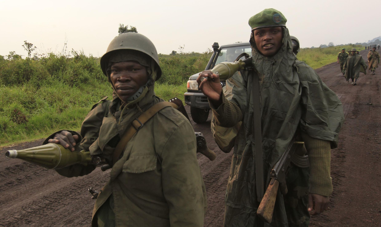 29 juillet 2012, Nord-Kivu. Les soldats des FARDC patrouillent dans la région de Goma où les forces rebelles du M23 sont présentes.