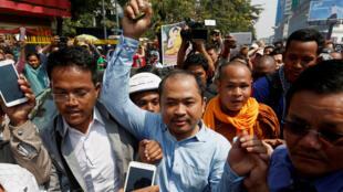 Kim Sok (G), một tiếng nói chống đối thủ tướng Cam Bốt Hun Sen tại Phnom Penh (Ảnh chụp ngày 17/02/2017)