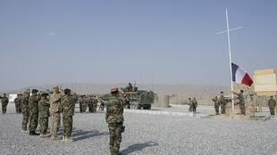 Церемония с участием французских и афганских военнослужащих на базе под Кабулом 31/07/2012 (архив)