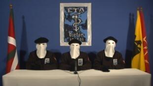 Três pessoas encapuzadas anunciaram em um vídeo o fim das ações armadas do ETA, na quinta-feira, 20/10.