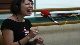 Jeanne Cherhal au studio RFI du conservatoire de St Pierre.