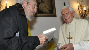 Benoît XVI et Fidel Castro, dont c'était la première rencontre, ont eu un «échange intense et cordial» selon le Vatican, le 28 mars 2012.