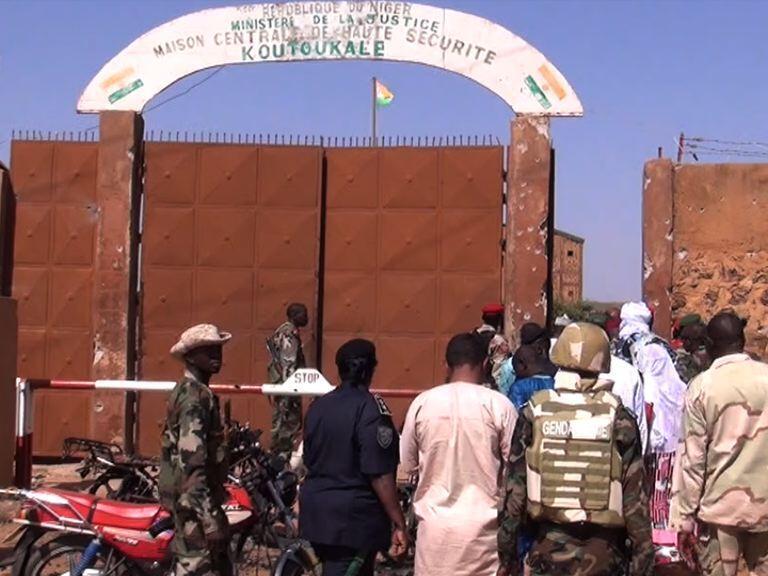 L'entrée de la prison de Koutoukalé, près de Niamey, au Niger.