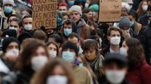 Манифестация за отмену коронавирусных ограничений для студентов в Нанте, 26 января 2021.