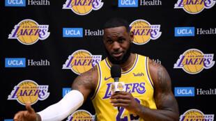 LeBron James a punto de volver a jugar tras 40 días fuera por lesión.