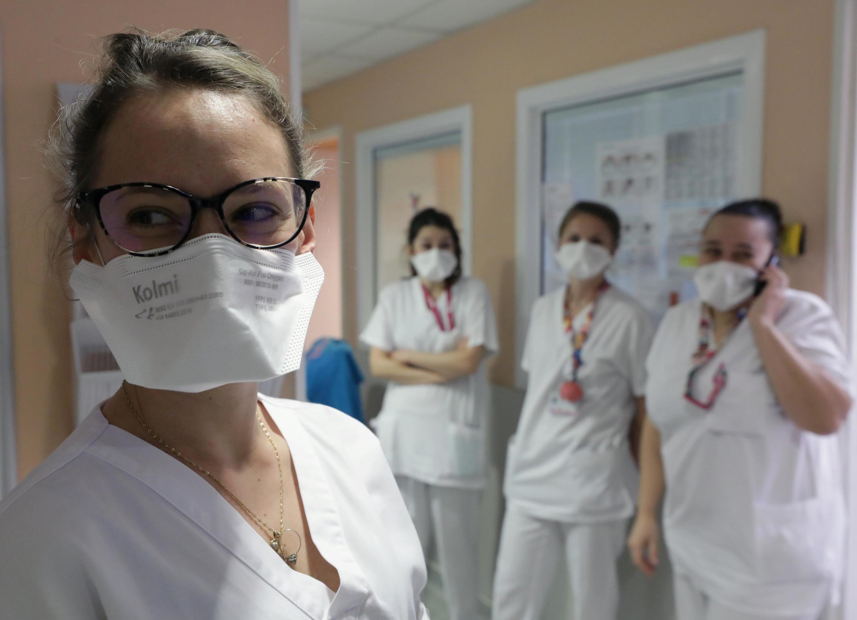 Các y tá đeo khẩu trang FFP2 tại bệnh viện Nhi Lenval, thành phố Nice, miền nam nước France, ngày 05/03/2020.