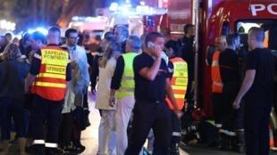 O ataque com caminhão que fez dezenas de mortos em Nice, no sul da França é manchete dos jornais franceses desta sexta-feira, 15 de julho.