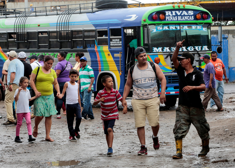Nicaragüenses llegan a la ciudad de Penas Blancas, en Costa Rica, el 26 de julio de 2018.