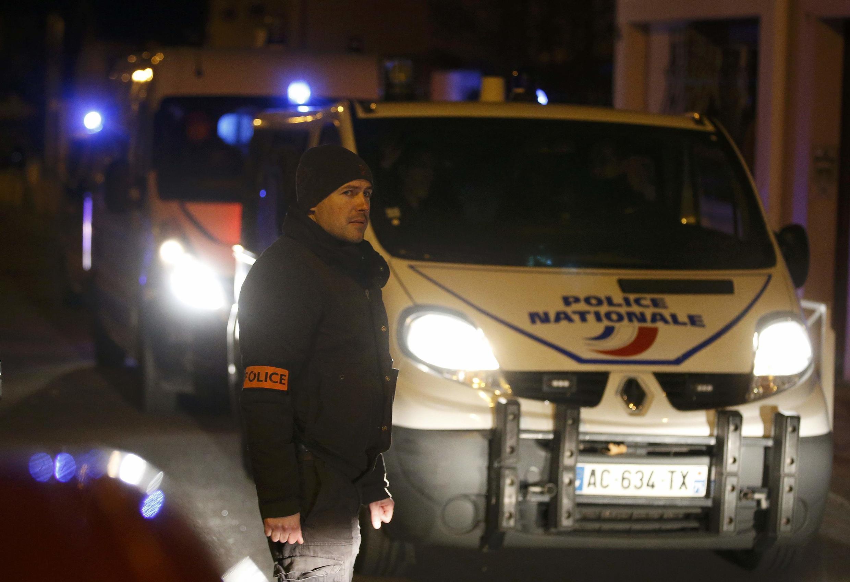 Polícia instalou um perímetro de segurança em Montrouge, na periferia de Paris.