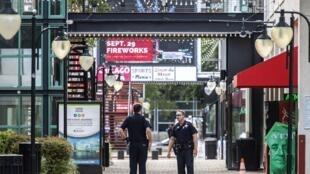 پلیس در محل حادثه تیراندازی در Jacksonville در ایالت فلوریدا. یکشنبه ۴ شهریور/ ٢۶ اوت ٢٠۱٨