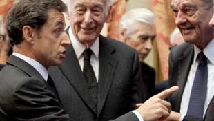 Les présidents français Nicolas Sarkozy, Valéry Giscard d'Estaing et Jacques Chirac au Conseil constitutionnel en 2010.