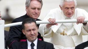 Папа Бенедикт XVI и мажордом  Паоло Габриеле