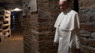 Papa Francisco visita a catacumba de Priscilla em Roma, no Dia de Finados, 2 de novembro de 2019.