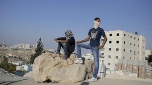 De jeunes Palestiniens dans le quartier réputé sensible d'Issawiya à Jérusalem-Est, le 23 octobre 2014.