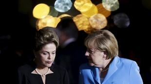 A presidenta Dilma Rousseff e sua homóloga alemã, a chanceler Ângela Merkel, no Palácio da Alvorada, em 19 de agosto de 2015.