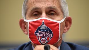 Anthony Fauci, director del Instituto Nacional de Alergias y Enfermedades Infecciosas, testifica durante una audiencia sobre un plan nacional para contener la pandemia COVID-19, el 31 de julio de 2020 en el Capitolio, en Washington