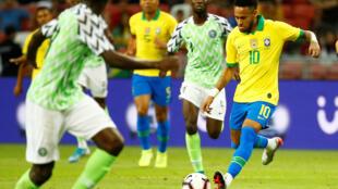 Le Brésilien Neymar face au Nigeria, ce 13 octobre 2019 à Singapour.