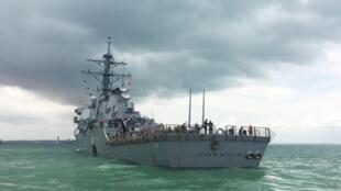 Chiến hạm mang tên lửa USS John S. McCain bị đâm thủng trên vùng biển Singapore ngày 21/08/2017.