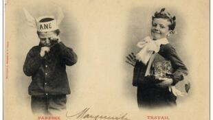 Carte postale du début du 20ème siècle. le travailleur récompensé bombe le torse, le paresseux fond en larmes....