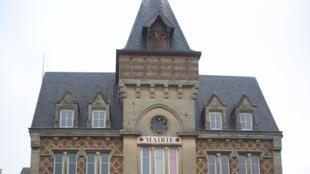 具有諾曼底建築風格的諾曼底Vexin-sur-Epte市政府。