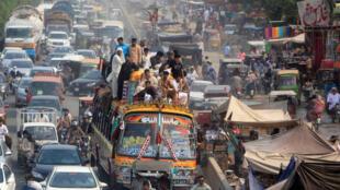 圖為巴基斯坦開齋日拉合爾公路交通景象 2017年6月
