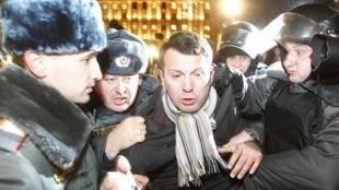 По меньшей мере, 300 активистов оппозиции были задержаны в Москве 05/12/2011